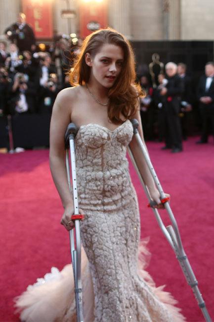 Kristen Stewart crutches
