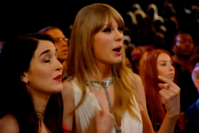 Taylor Swift - Grammys 2013 Sing-Along