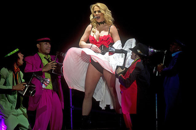 Britney Spears claims that she's always sung live