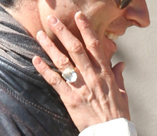 Jennifer Aniston Engagement ring pic