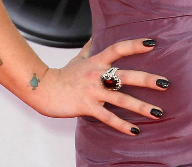 Kelly Osbourne Apologizes for Her $250,000 Emmy Manicure